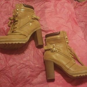 GUESS size 7.5 Heeled Boots